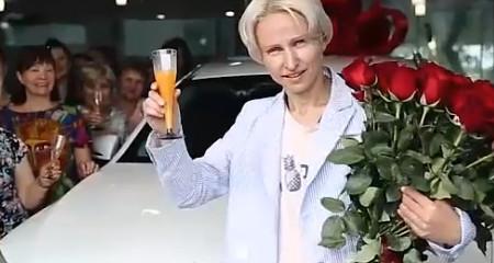 Второй Мерседес для Елены Полянской. Церемония вручения.